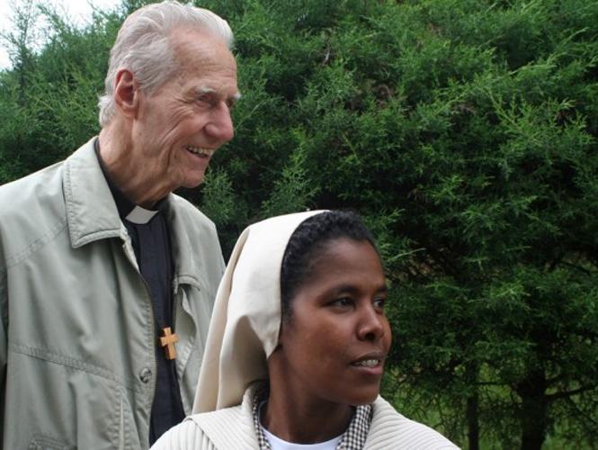Missiebisschop Theo van Ruijven met Ethiopische zuster.